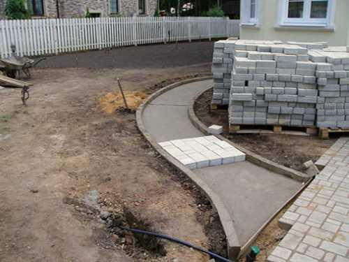 Тротуар из плитки на бетон