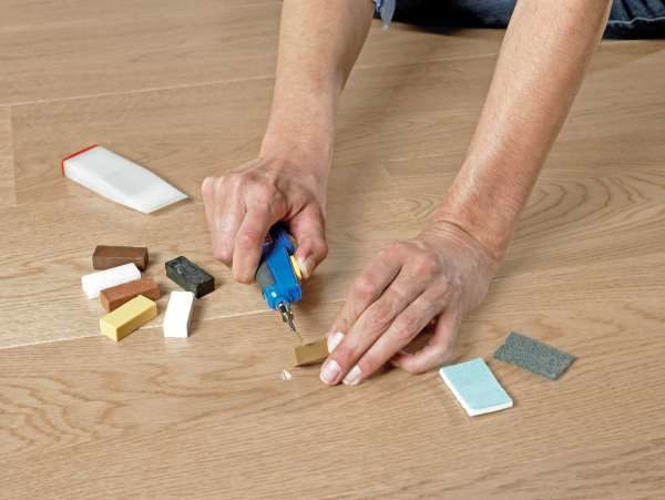 Царапины на ламинате: как убрать самостоятельно - несколько способов