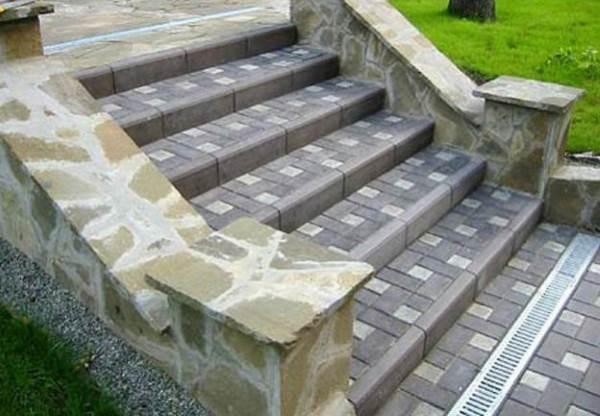 Лестница из тротуарной плитки