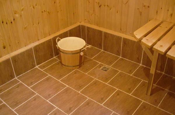 Напольное покрытие из кафеля в бане