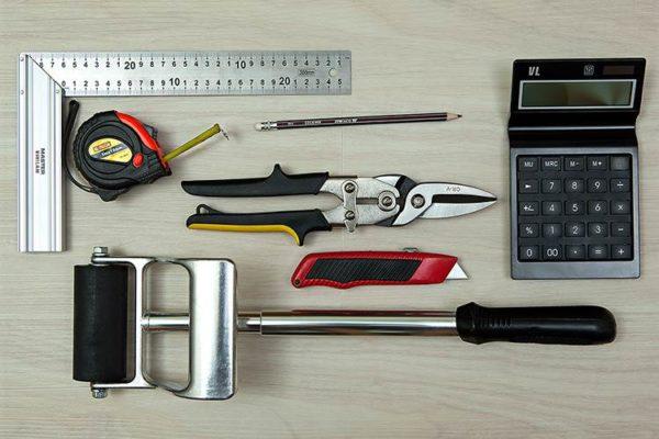 Инструменты для укладки кварц-виниловой плитки