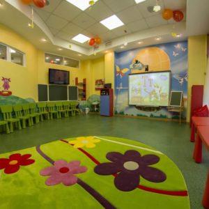 Разноцветный линолеум в детском саду