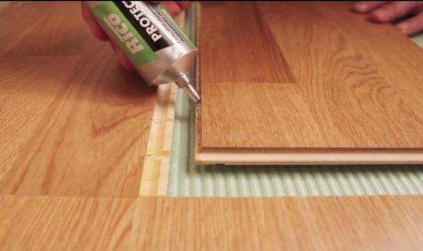 Уплотнение швов клей-герметиком