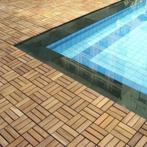 Аккуратная окантовка для бассейна из массива