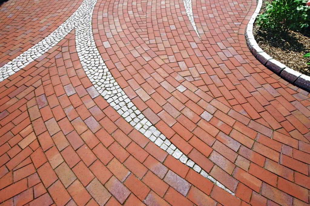 Разновидности тротуарной плитки по материалу и по форме