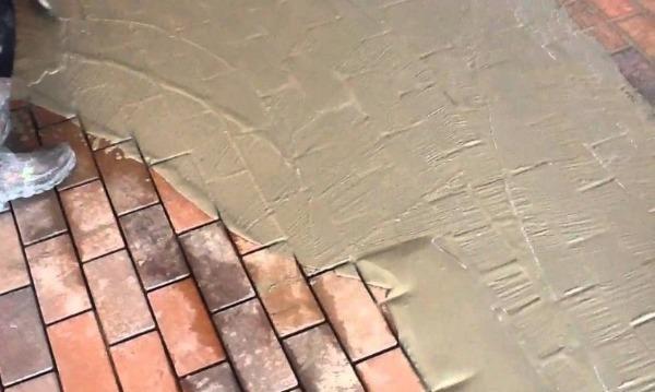 Расшивка ФЭМ плиточным клеем