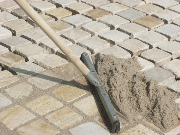 Как и чем правильно заделать швы тротуарной плитки