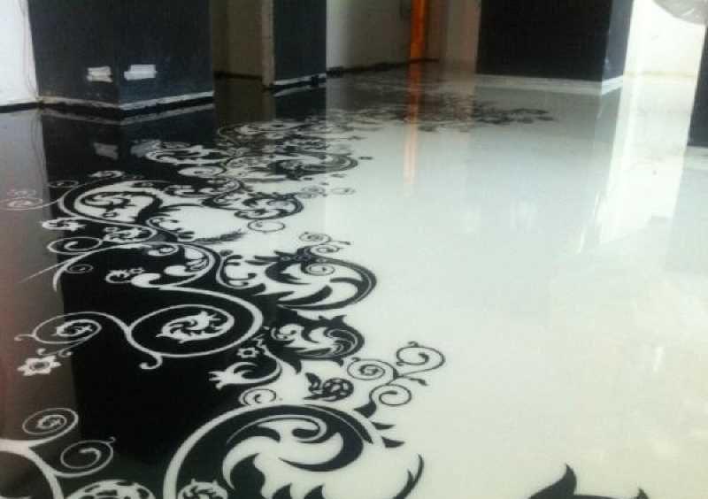 Абстрактный рисунок на полу