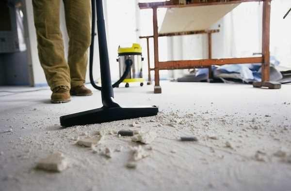 Очистка стяжки строительным пылесосом
