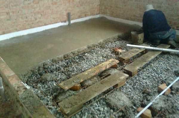 Укладка бетона с трапа