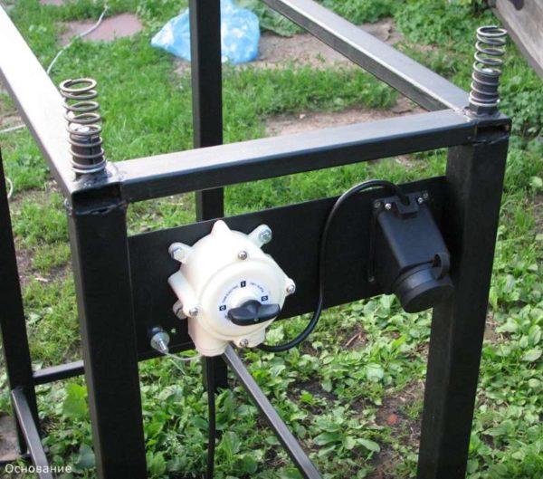Размещение электрики на станине вибростола