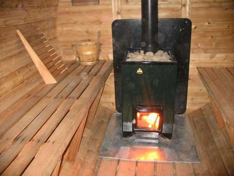 Установка печи в бане на деревянный пол
