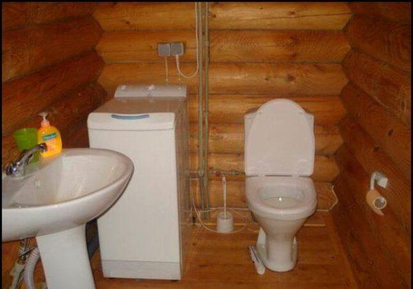 Установка унитаза на деревянный пол