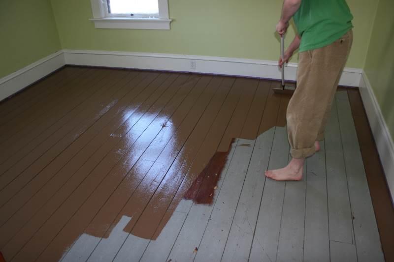 Чем покрасить деревянный пол на даче