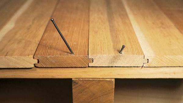 Устранение скрипа пола дополнительной фиксацией