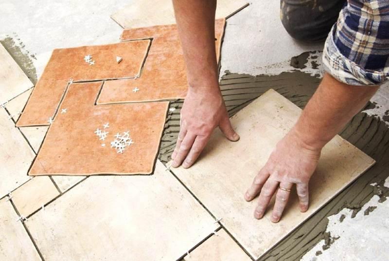 Как самому правильно положить напольную плитку