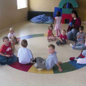 Линолеум спокойных тонов в детском саду
