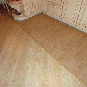 Сочетание плитки под ламинат и ламинированного пола под доску