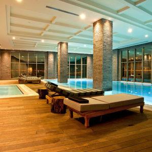 Удобный отдых возле бассейна