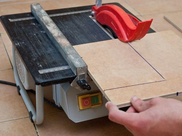 Плиткорез электрический сухого типа