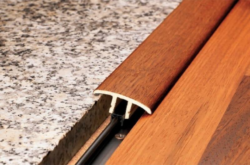 Разновидности порожков между плиткой и ламинатом